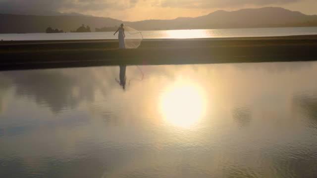 vidéos et rushes de young female in a dress by the ocean. - seulement des jeunes femmes