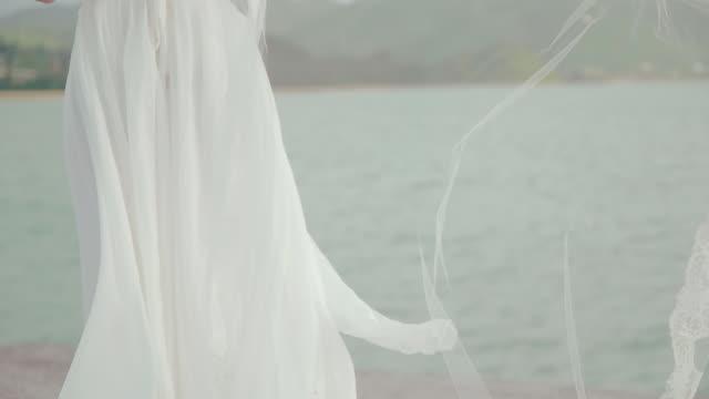 young female in a dress. - endast unga kvinnor bildbanksvideor och videomaterial från bakom kulisserna