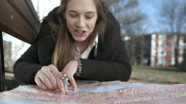 HD: Junge weibliche Touristen