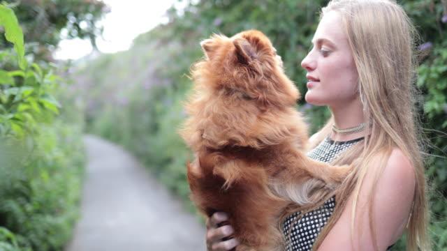 vídeos de stock, filmes e b-roll de young female with pet dog - sem manga