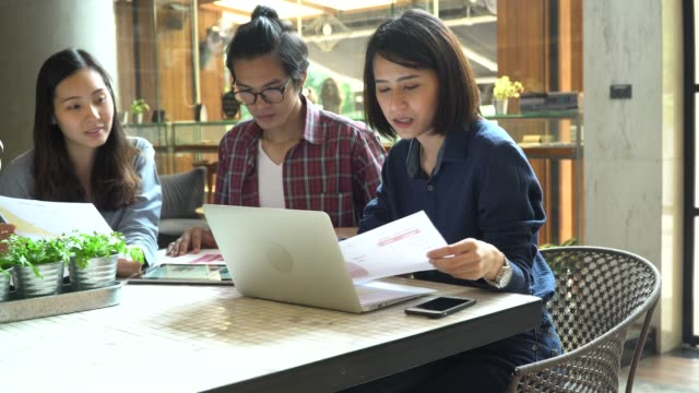 Young freelancers working in coffee shop
