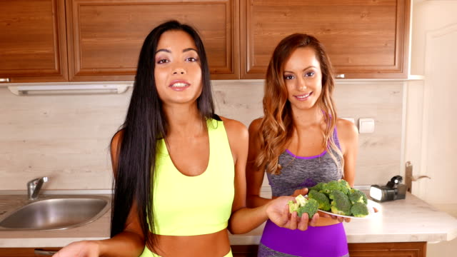 young friends vlogger recording a healthy eating video for theirs vlog - 4k video - dieting stock videos & royalty-free footage