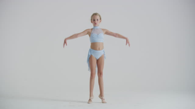 young girl ballet dancer practicing, and warming up in studio - 8 9 jahre stock-videos und b-roll-filmmaterial