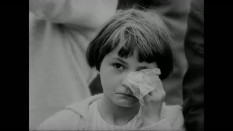vidéos et rushes de young girl cries - 1961