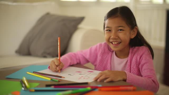 ms pan young girl drawing at home. - 鉛筆点の映像素材/bロール
