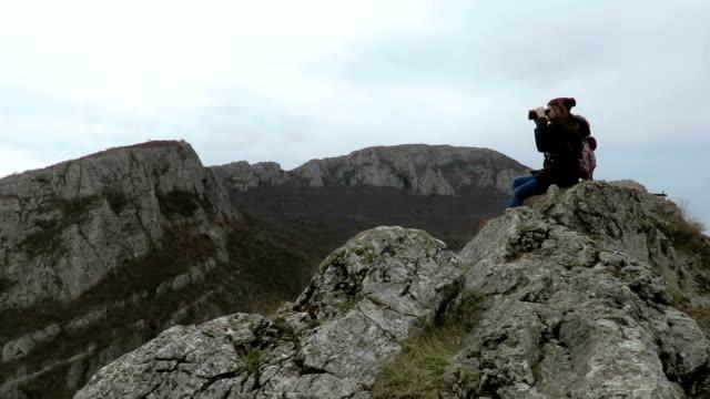 young girl looking at the canyon through binoculars - binoculars stock videos & royalty-free footage