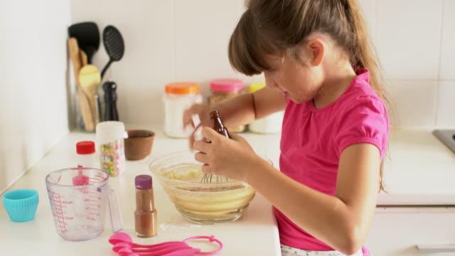 ms young girl making cookies at home. - endast flickor bildbanksvideor och videomaterial från bakom kulisserna