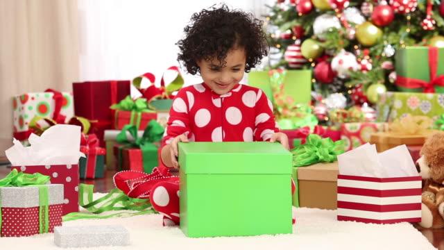 vídeos y material grabado en eventos de stock de young girl opening christmas present - regalo de navidad
