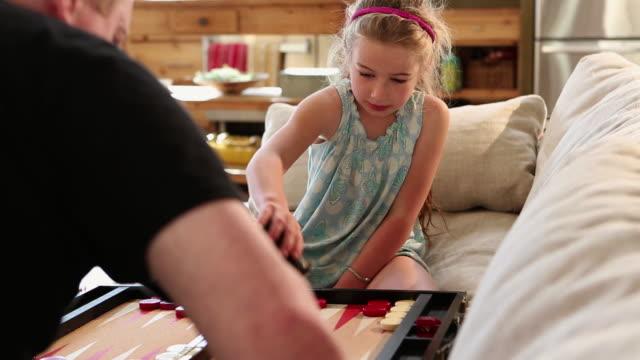 vídeos de stock, filmes e b-roll de ms young girl playing backgeorgiamon in her home / lamy, new mexico, united states - jogo da sorte
