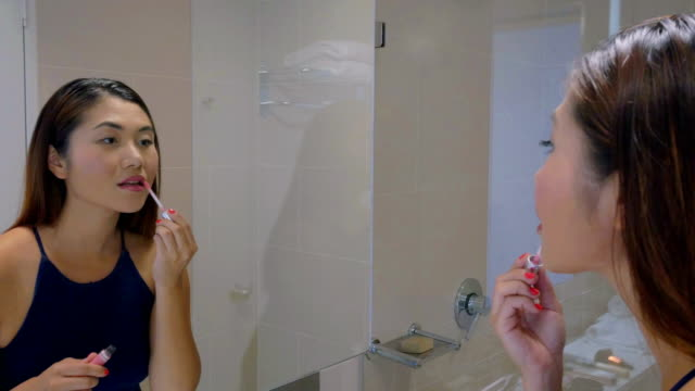 Young Girl zetten Make-up op: Real time