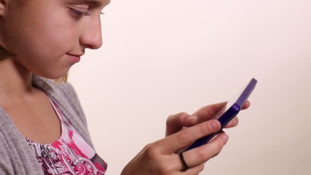 young girl using a tablet - mittellanges haar stock-videos und b-roll-filmmaterial