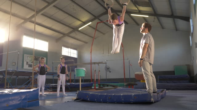 young gymnasts training at a gymnastics club - 研修点の映像素材/bロール