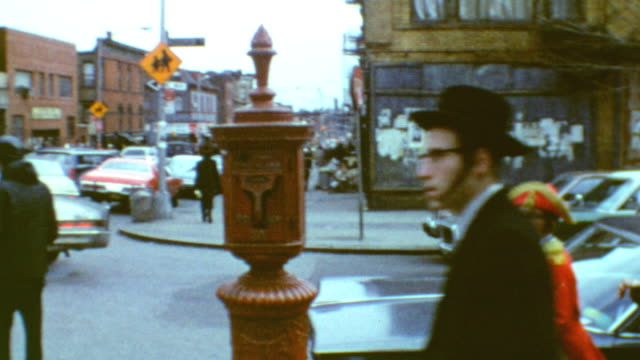 vídeos de stock, filmes e b-roll de young hasidic neighborhood / street traffic / hasidic jews in williamsburg on march 11 1971 in brooklyn new york - williamsburg new york
