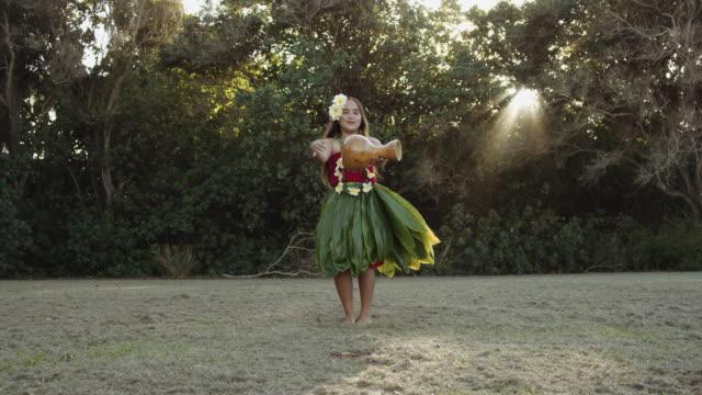 Jonge Hawaiian hula danser