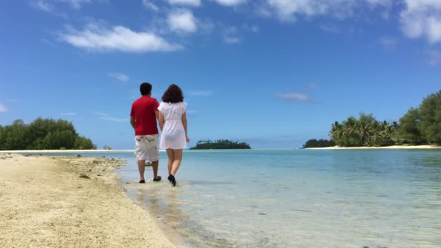 young honeymoon couple exploring tropical pacific island - cook islands stock videos & royalty-free footage