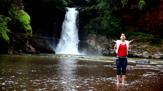 vídeos de stock e filmes b-roll de young indian girl doing deep breathing exercise in the nature - membro humano