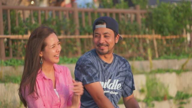young japanese couple talking. - ヤングアダルト点の映像素材/bロール