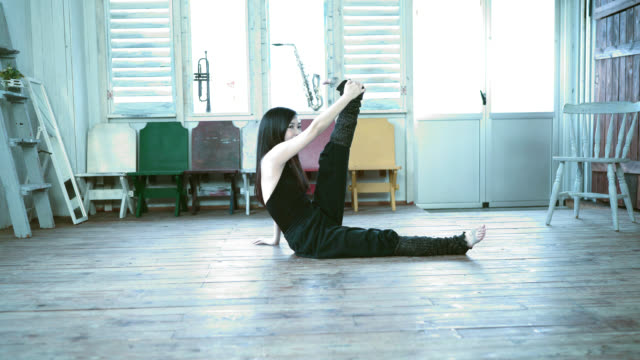 young japanese dancer stretching her both legs - lypsekyo16 stock videos and b-roll footage