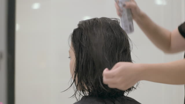 young japanese female in a hair salon. - mid length hair stock videos & royalty-free footage