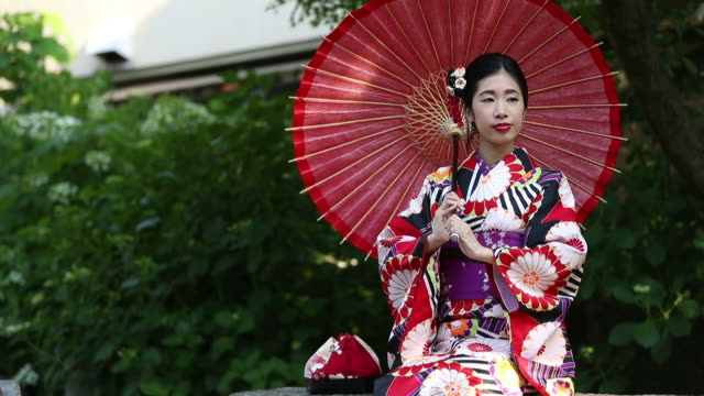 young japanese girl in traditional kimono - kimono stock videos & royalty-free footage