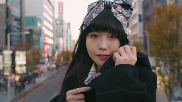 stockvideo's en b-roll-footage met a young japanese woman in harajuku / tokyo, japan - mode