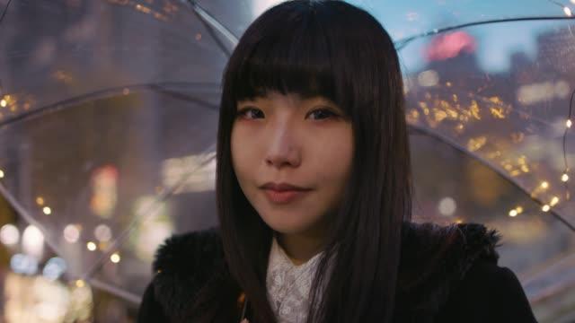 vídeos y material grabado en eventos de stock de cu a young japanese woman in harajuku / tokyo, japan - paraguas