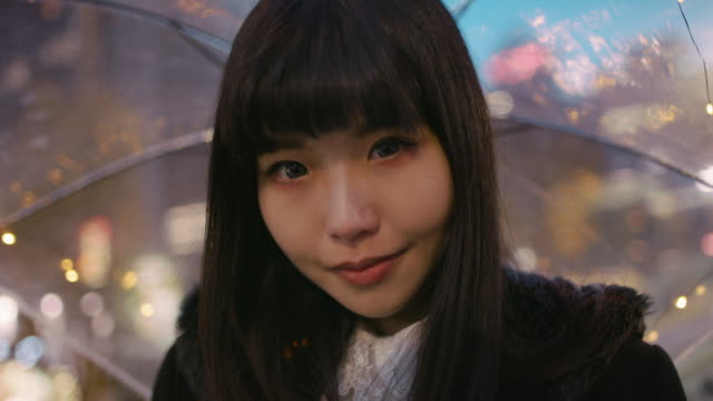 vídeos de stock e filmes b-roll de cu a young japanese woman in harajuku / tokyo, japan - asiático e indiano