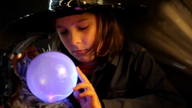 若い手品師 - 魔術師点の映像素材/bロール