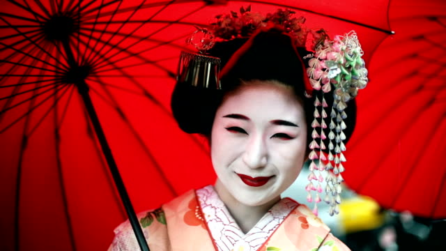 young maikos in kyoto - giappone video stock e b–roll