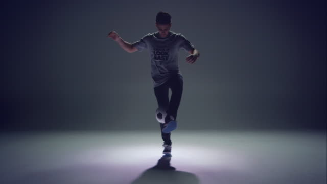 young male soccer freestyler is doing kick-ups. - stunt stock videos & royalty-free footage