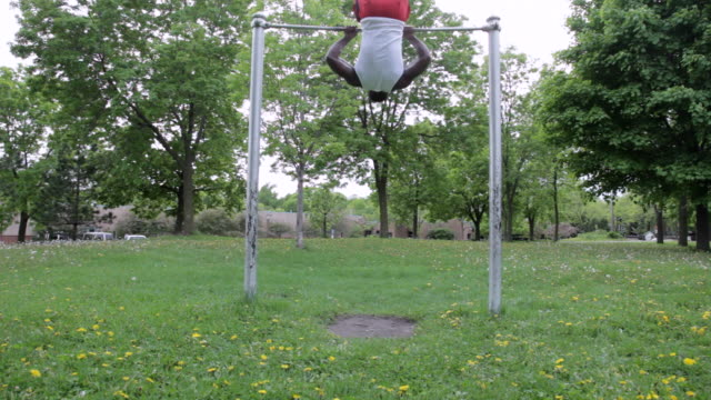ms young man doing pull-ups outside in park while working out / minneapolis, minnesota, united states - bodyweight training stock videos & royalty-free footage