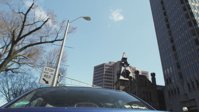 ms young man jumping over car, new haven, connecticut, usa - ニューヘイブン点の映像素材/bロール