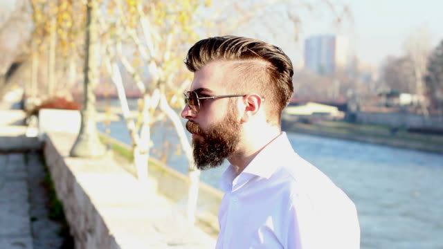 junger mann beleuchtung eine zigarette - smoking stock-videos und b-roll-filmmaterial