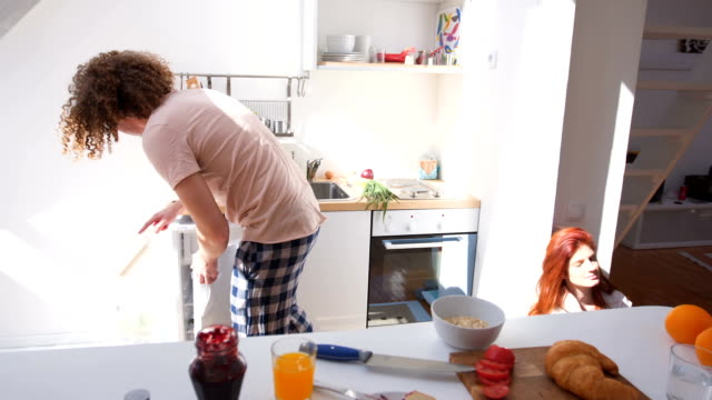 young man makes cereal for his girlfriend - 25 29 ans stock videos & royalty-free footage