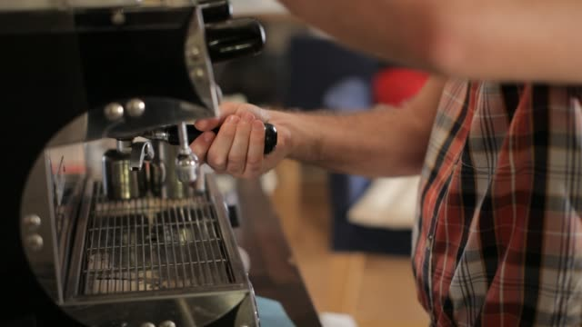 young man making coffe - korta ärmar bildbanksvideor och videomaterial från bakom kulisserna