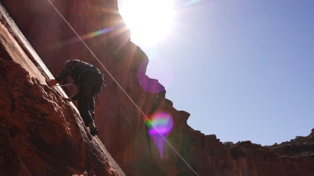 young man mountain climber in moab - rock climbing stock videos & royalty-free footage