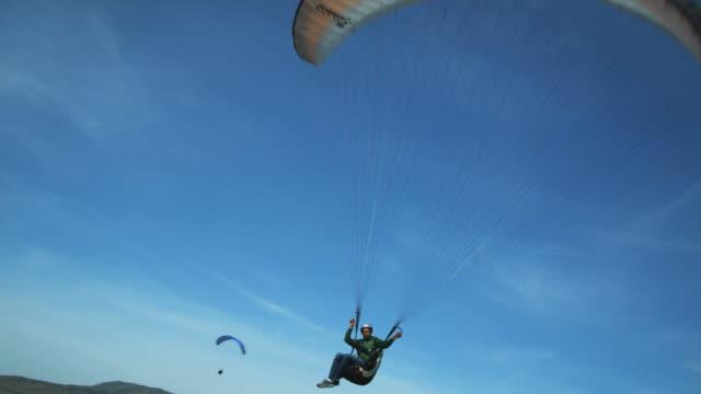 ws pan pov young man paragliding mid-air / lehi, utah, usa. - paragliding stock videos & royalty-free footage