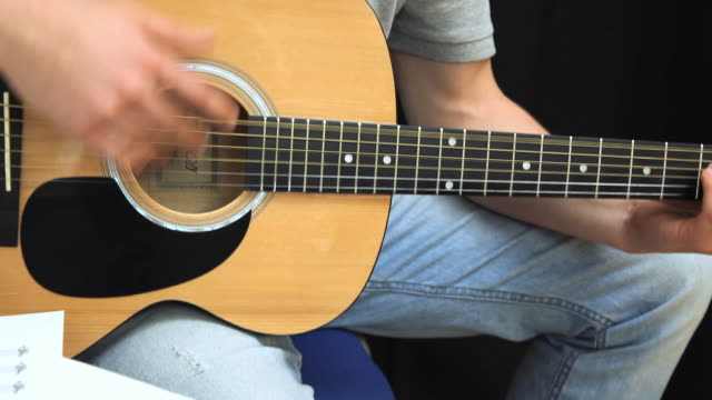 CU TU Young man playing guitar / London, England