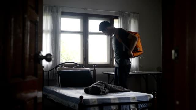 Junger Mann-Reisende im hostel