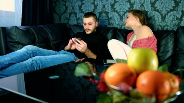 stockvideo's en b-roll-footage met jonge man met zijn slimme telefoon, het negeren van een meisje - communication problems