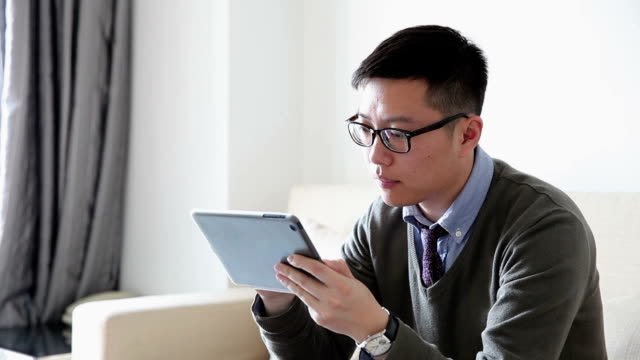 stockvideo's en b-roll-footage met ms young man using tablet/suzhou, china - overhemd en stropdas