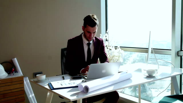 young man working in the office - assunzione video stock e b–roll