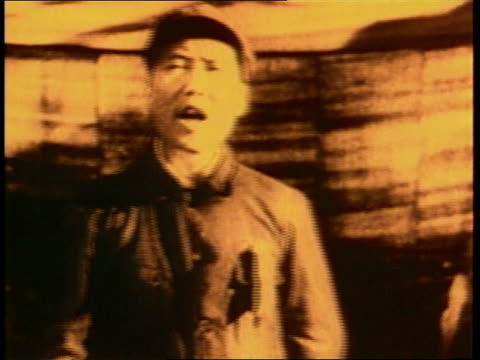 young mao tse-tung speaks with enthusiasm. - mao tse tung video stock e b–roll