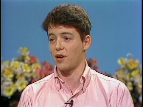 young matthew broderick says that filming a movie is more boring than it may seem during a 1983 interview with gene shalit on the today show. - ニール サイモン点の映像素材/bロール