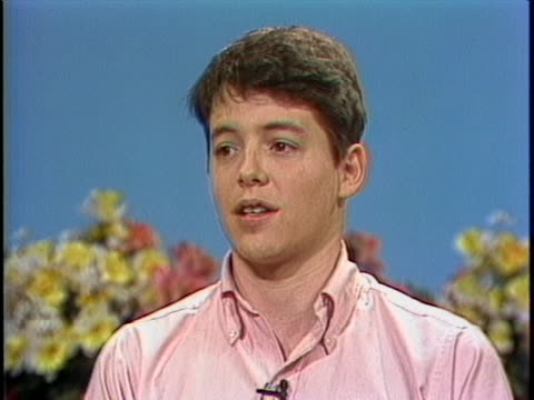 young matthew broderick says that working on stage is more exciting than working on film during a 1983 interview with gene shalit on the today show. - ニール サイモン点の映像素材/bロール