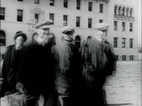 stockvideo's en b-roll-footage met young men as they march away, and board trains - enlistment in wwi. young men enlist in army - wwi on january 01, 1917 in santa clara, california - in dienst gaan