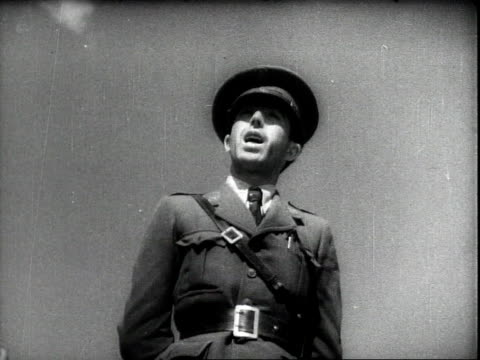 vidéos et rushes de young men getting into shape to join the military / conducting military training and being issued uniforms / a play in the main square of barcelona... - guerre