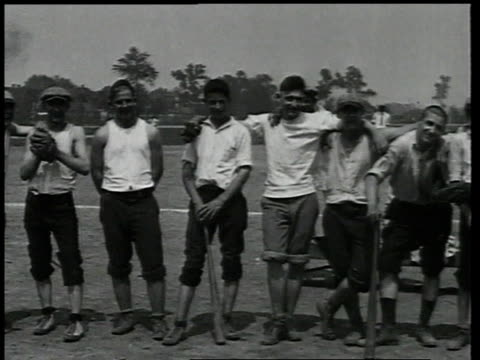 vidéos et rushes de 1924 pan young men pose with bats and gloves / detroit, michigan, united states - 1924