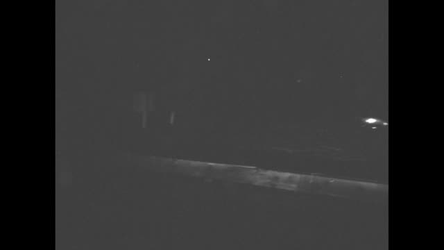 vidéos et rushes de young men work on a car in the dark / moving headlights in the dark in high water / standing cars in high water / people in a boat in the dark with a... - phare de véhicule