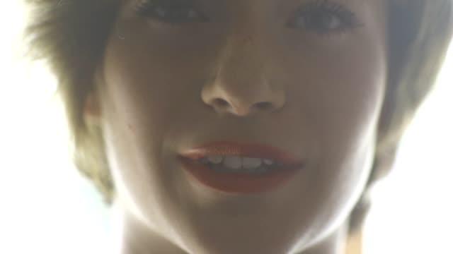 stockvideo's en b-roll-footage met jonge model interactie - menselijke neus